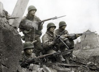Soldiers at the WWII battlefront