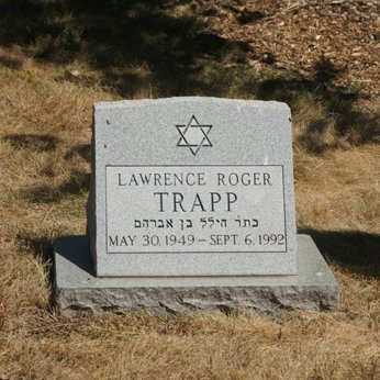 The tombstone of Larry Trapp