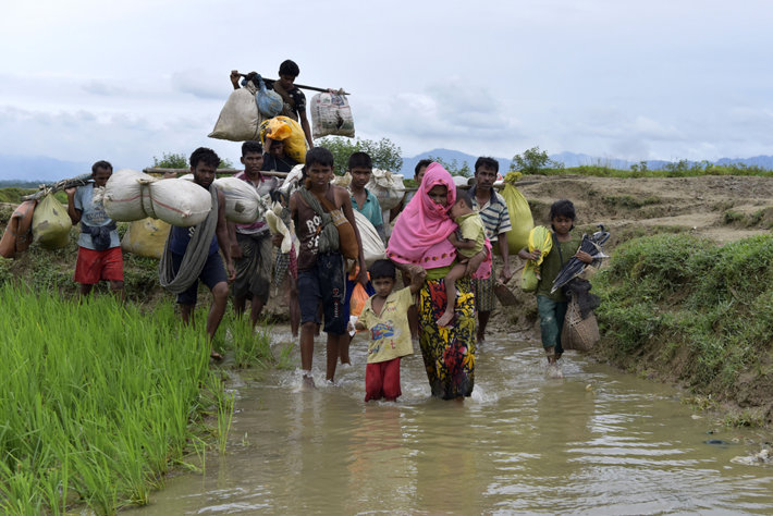 Rohingya walking in Bangladesh